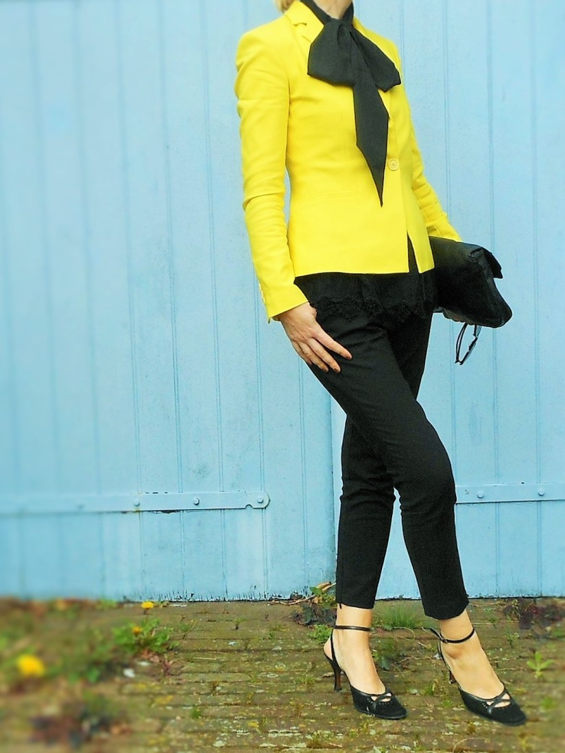 how to wear yellow blazer, pussy bow, yellow coat, fashion blog