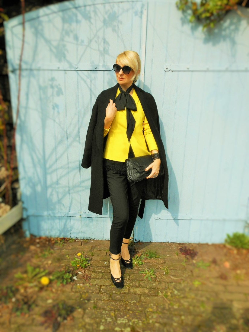 how to wear yellow coat, how to wear yellow blazer