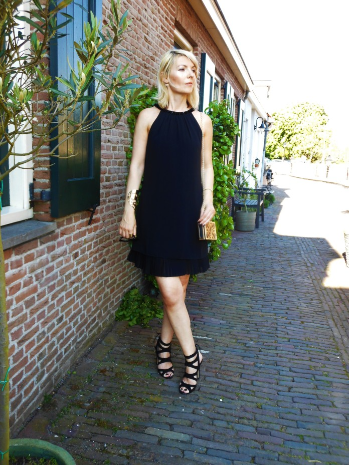 little black dress fashion blogger