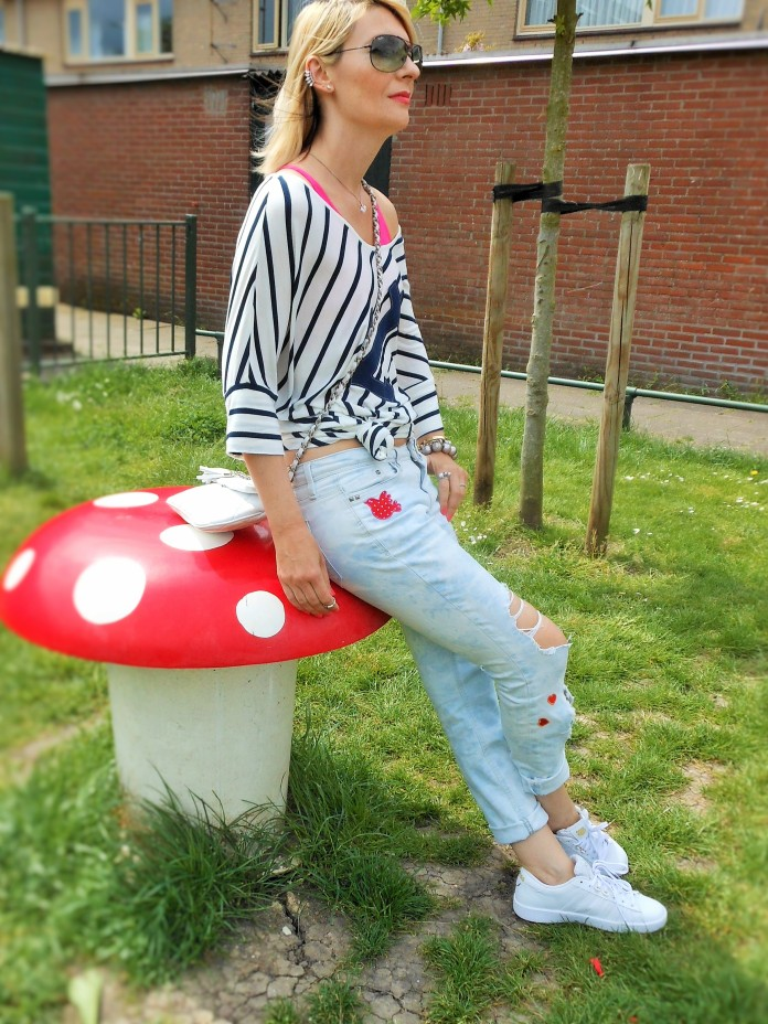 destroyed jeans how to wear, fashion blogger