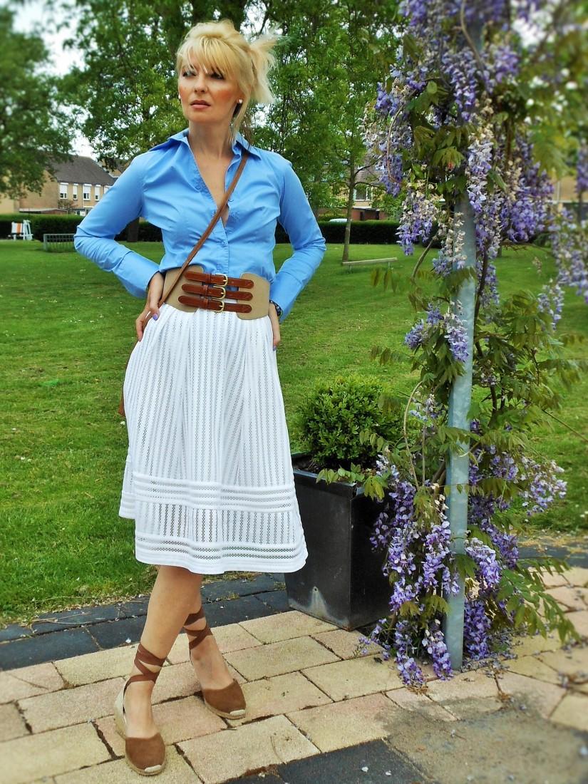 fashion blogger how to wear midi skirt