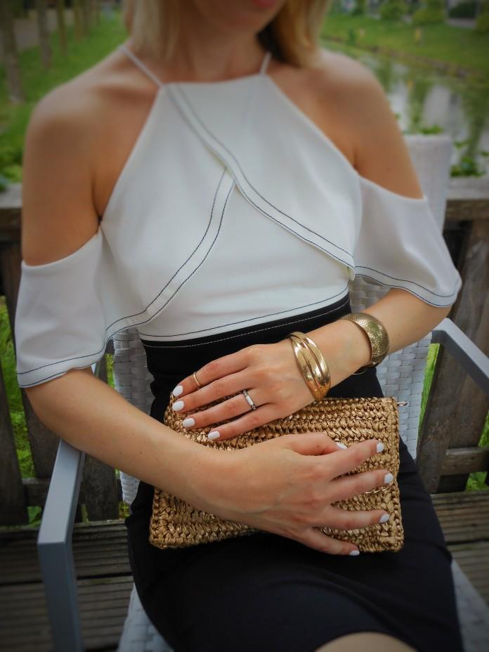 straw clutch fashion blogger