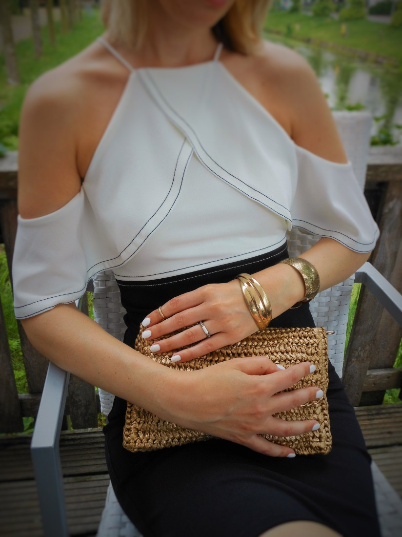 straw clutch fashion blogger