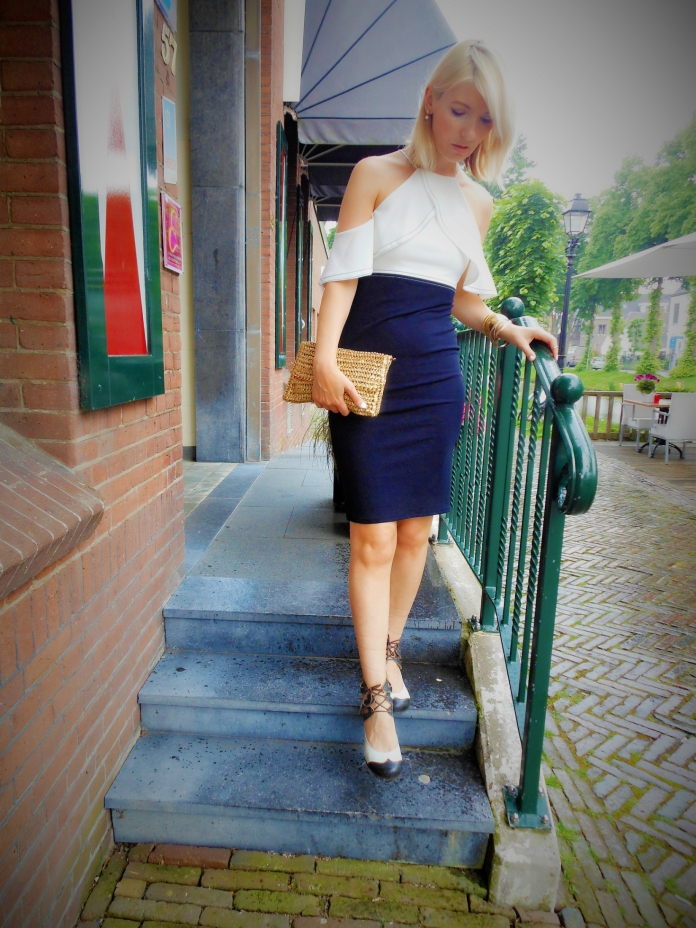 ruffle pencil skirt blogger