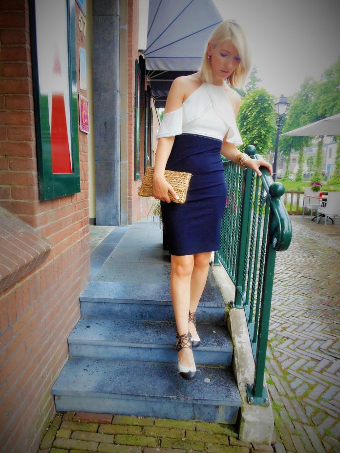 ruffle pencil skirt blogger