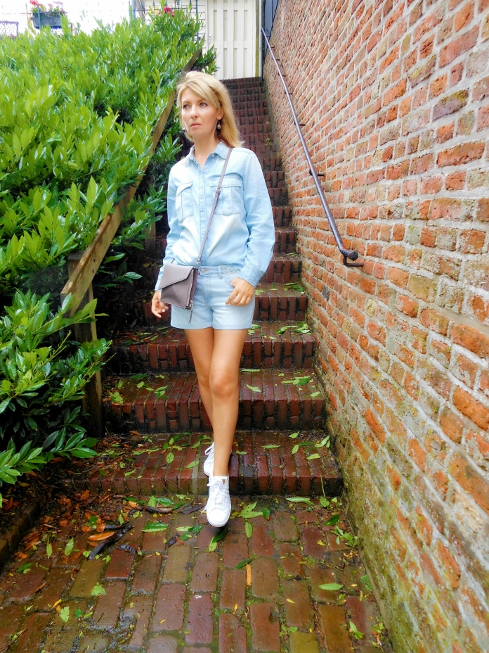 bright denim blogger fashion