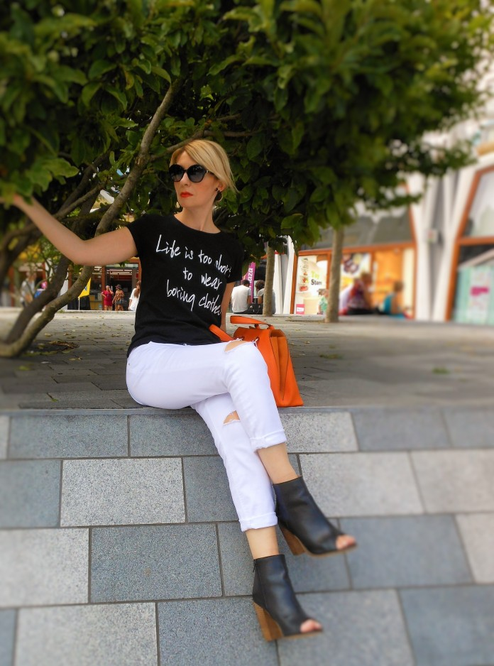 black and white fashion blogger