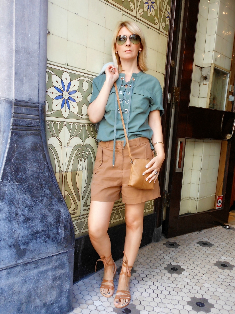 safari chic fashion blogger