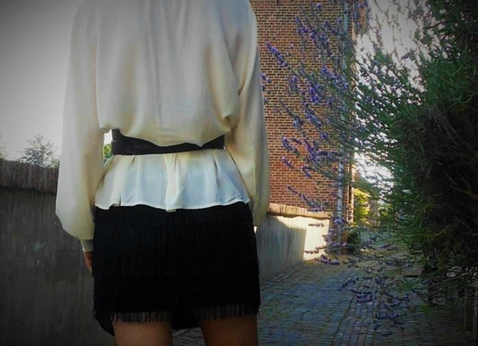 long blouse waist belt blogger