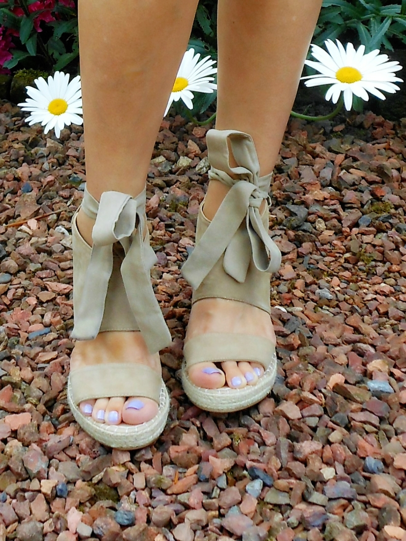 lace up espadrilles blogger