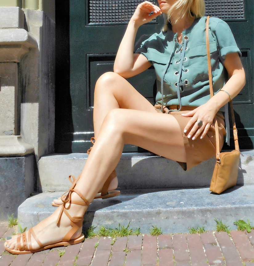 tan lace up blogger