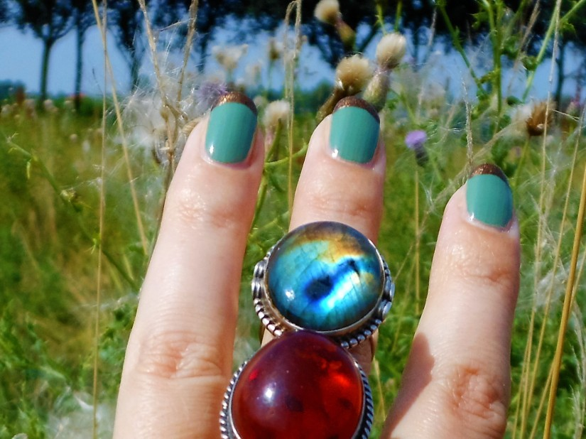 nail art, labradorite ring, amber ring, rings fashion blogger, natural stones rings