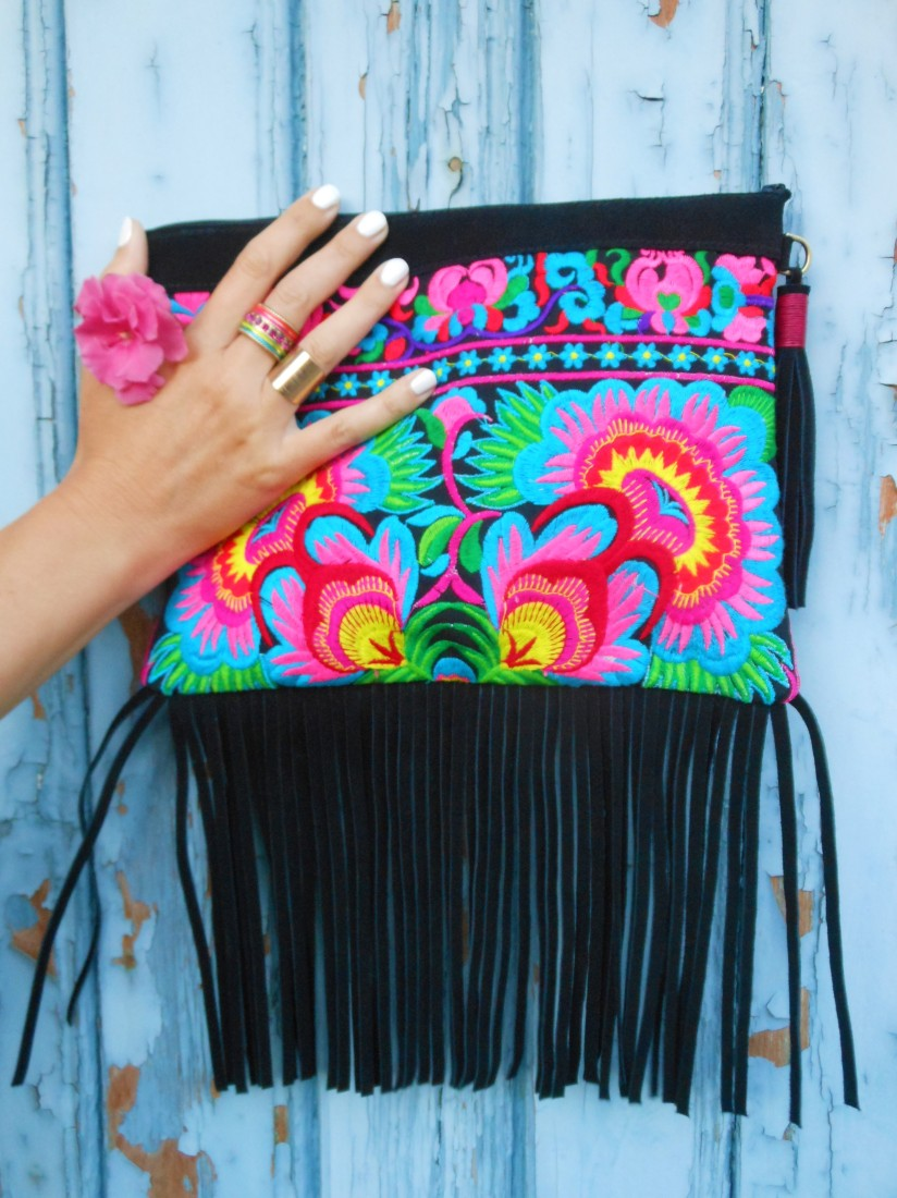 fringe clutch blogger, fringe clutch, embroidered clutch