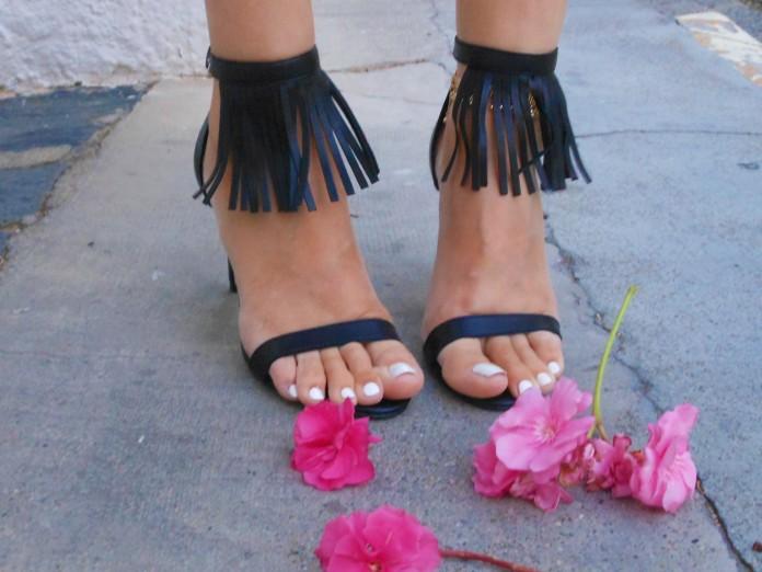fringe sandals blogger, fringe sandals