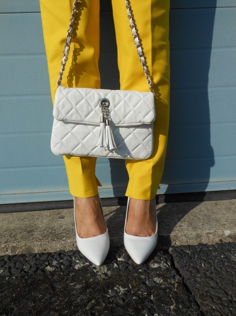 white shoes, white clutch, white accessories blogger