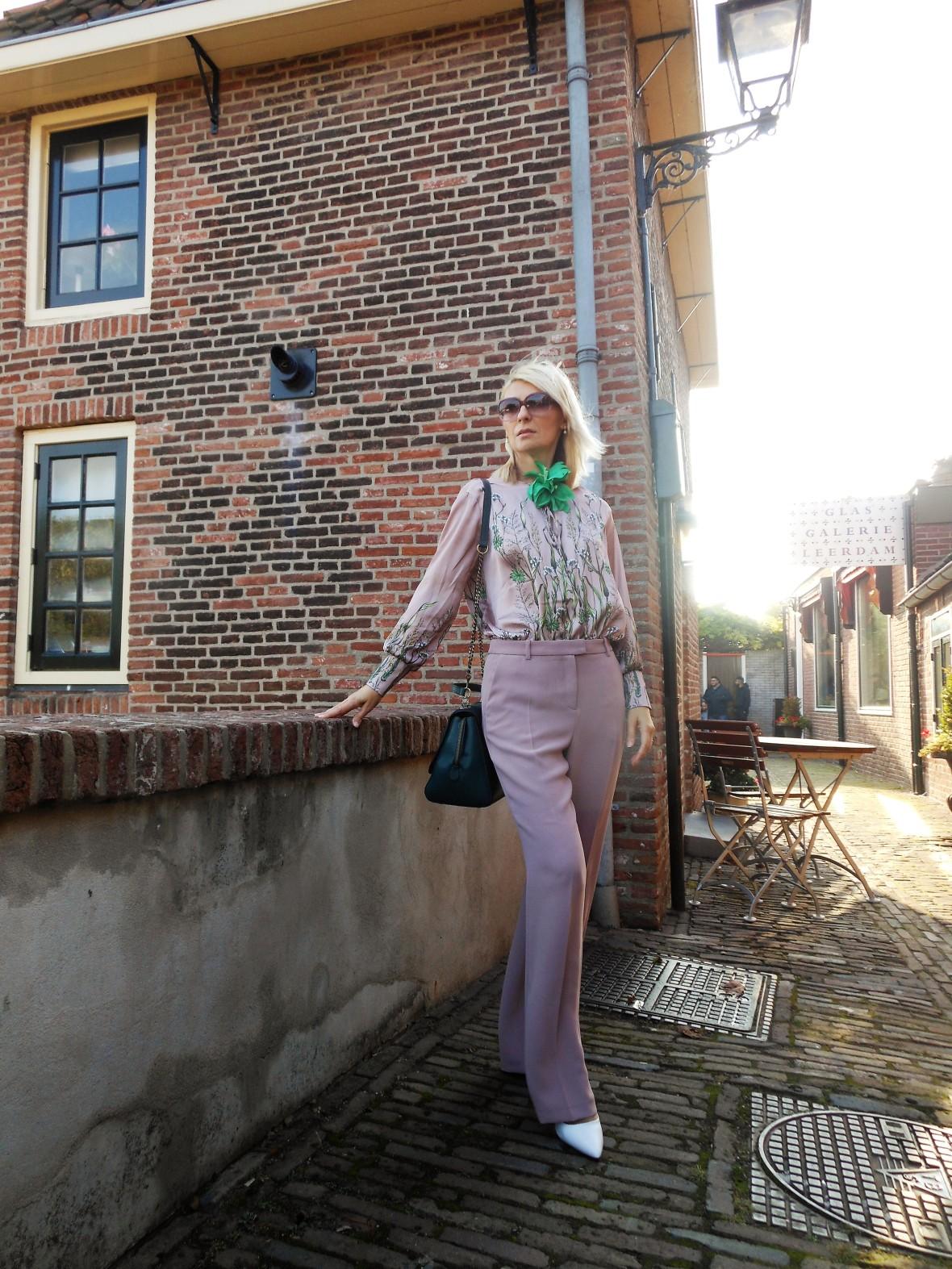Carmen de Jong - Chasing the White Rabbit style blog