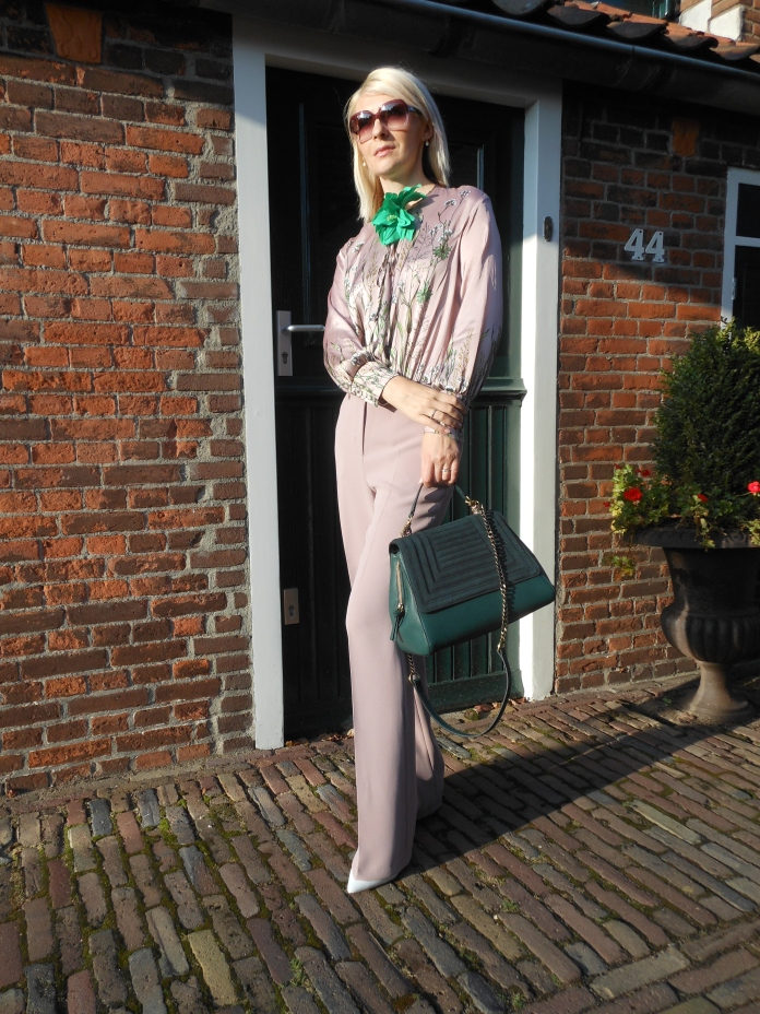 Slouchy fit pants, slouchy fit trousers, slouchy fit trousers blogger, how to wear slouchy fit blogger