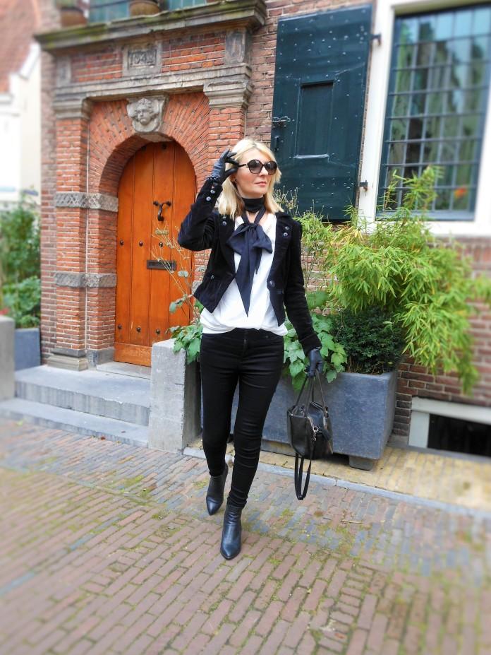 black and white blogger, black velvet blogger, black blazer blogger, black jacket blogger