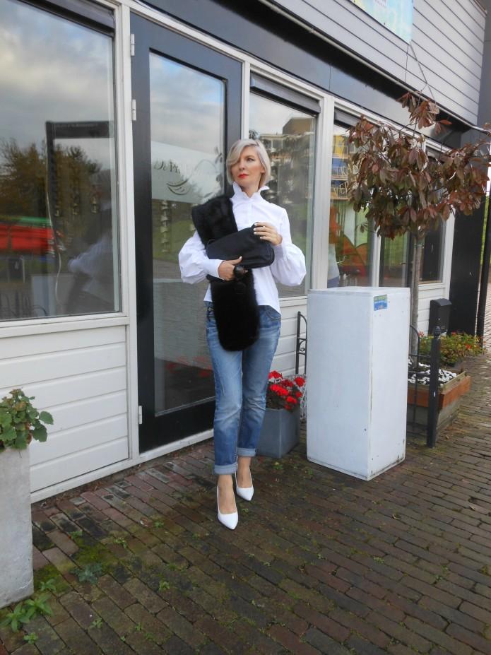 white and blue blogger, jeans blogger, crisp white blogger, white blouse blogger