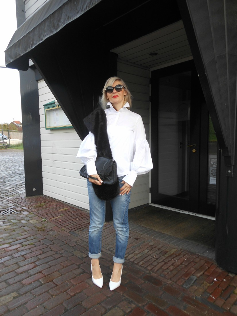 How to wear bell sleeves blogger, how to wear boyfriend jeans blogger, how to wear white blogger