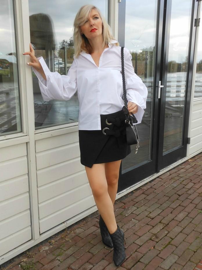 how to waer mini skirt blogger, how to wear white blouse blogger