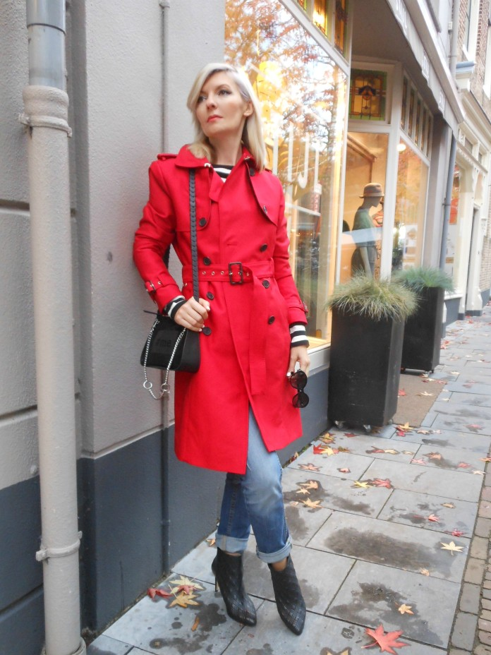 red coat blogger, red trench coat blogger, how to wear red coat, how to wear red coat blogger