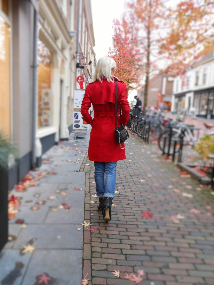 how to wear red, how to wear red blogger, red trench coat, red coatred rain coat, red raincoat blogger, red coat Zara, Zara rain coat, Zara trench coat