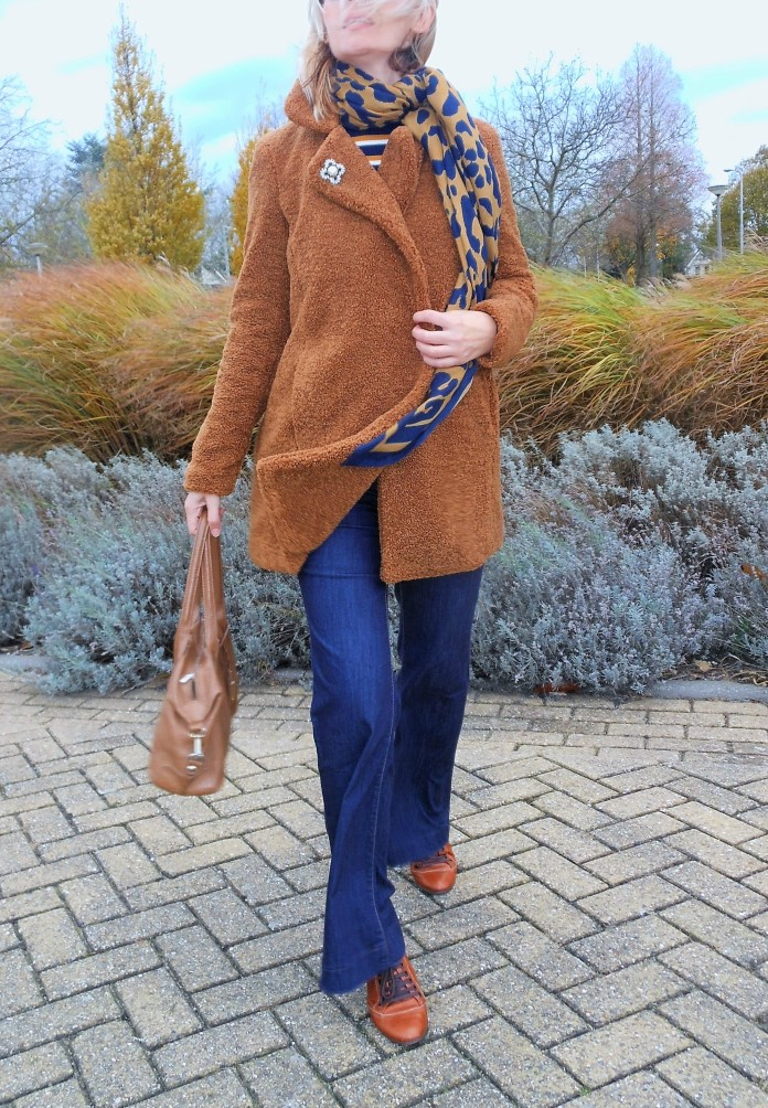brown and jeans, camel and jeans, camel and blue blogger