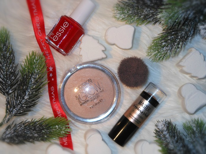 beauty products gift ideas blogger, Catrice High Glow powder blogger, Maybelline Master strobing stick blogger, Essie Realy Red nailpolish blogger