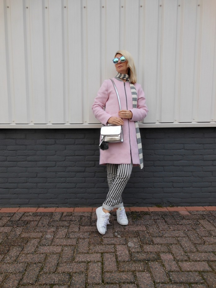 pink coat blogger, how to wear pink, how to wear pink coat, pink outfit blogger