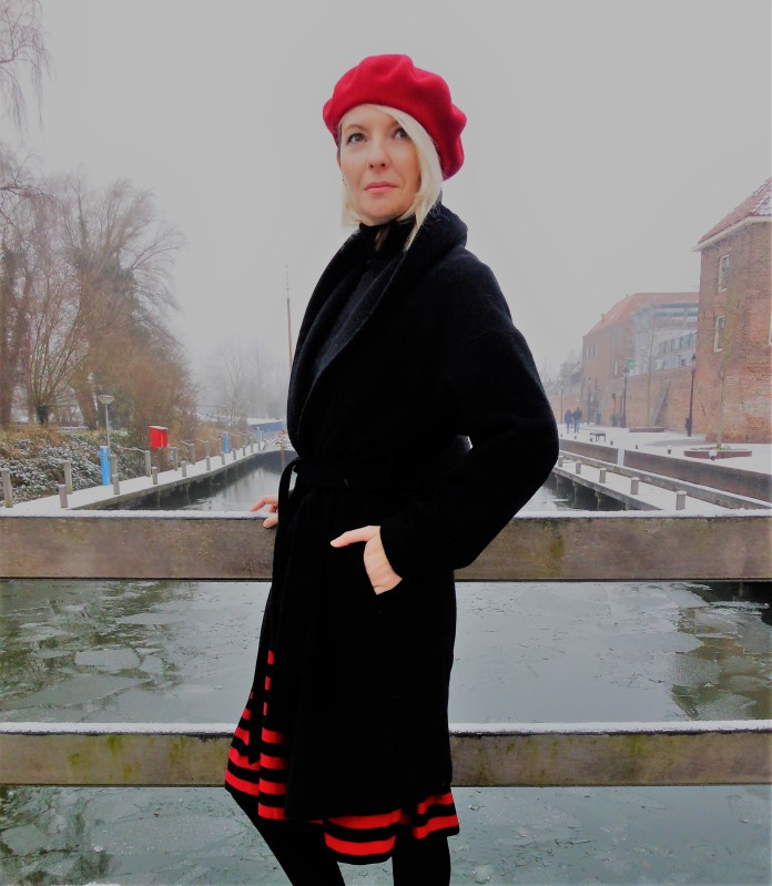 how to wear beret blogger, how to wear beret, red beret blogger, red beret fashion, red beret