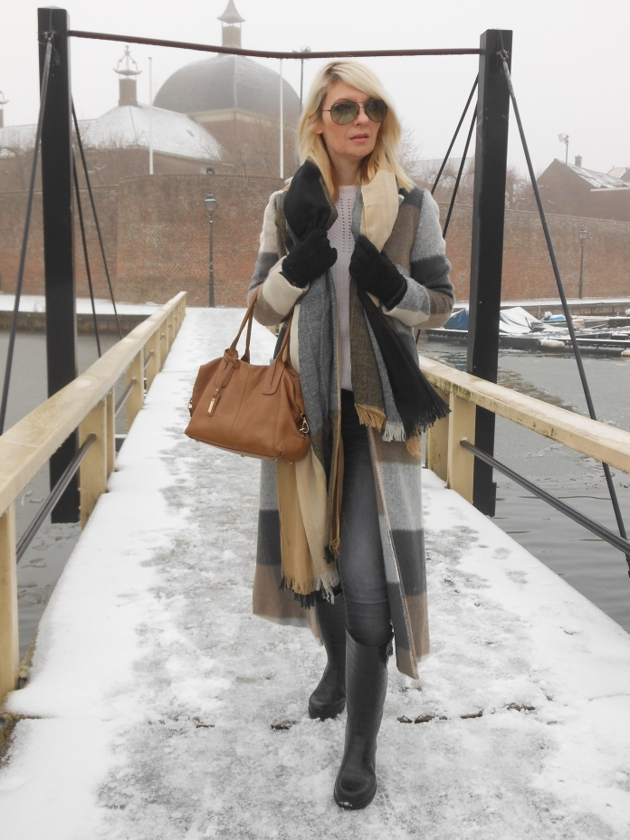plaid coat blogger, long coat blogger, woollen coat blogger, long plaid coat blogger