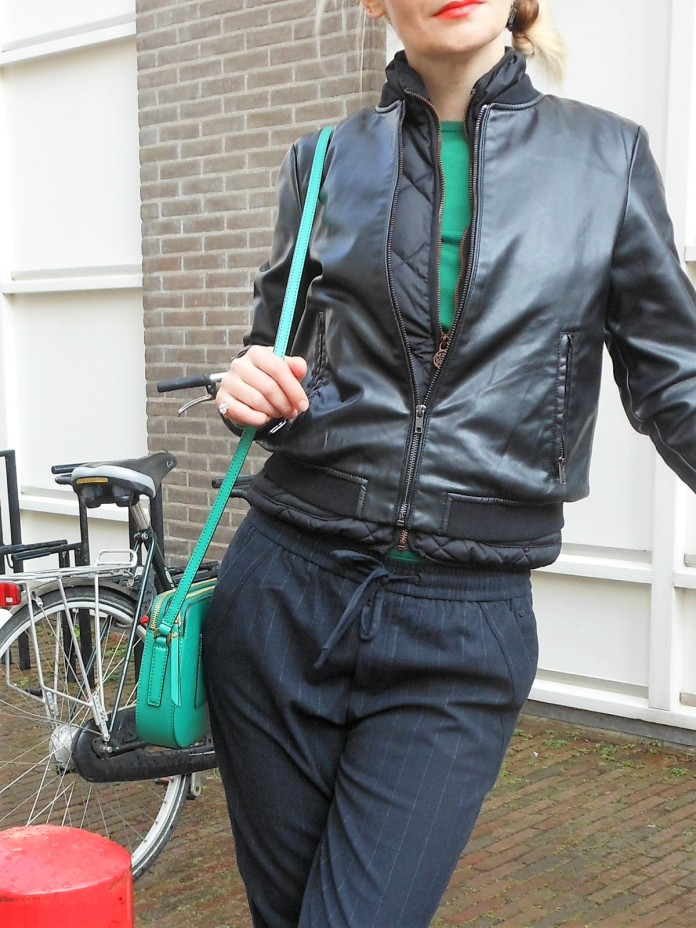 green bag blogger, how to wear green accessories, green accessories, green accessories blogger