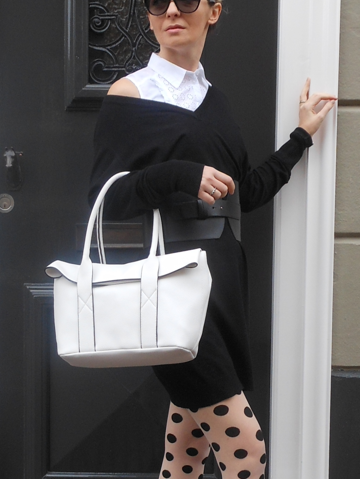 white bag blogger, how to wear white bag