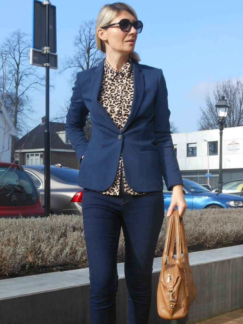 how to wear leopard print blogger, leopard print blogger, leopard print to the office