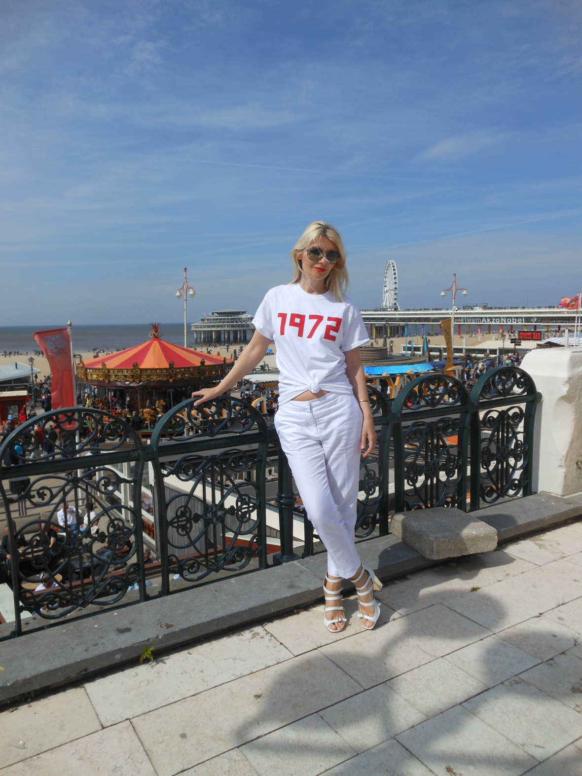 how to wear white T-shirt blogger